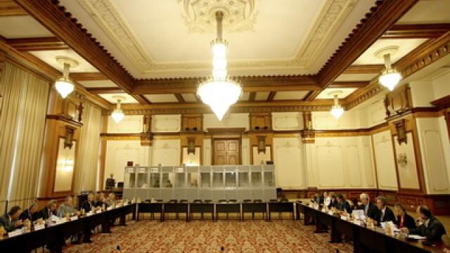 Zece senatori din PDL ar putea demisiona din partid