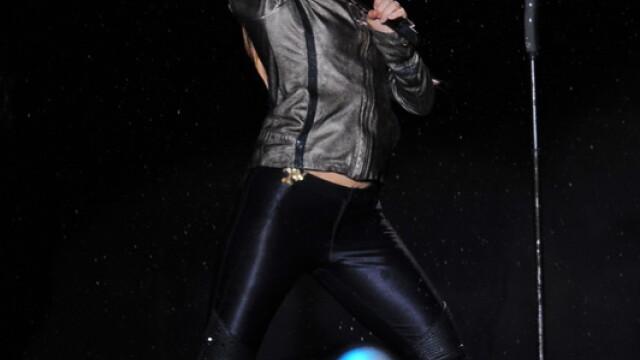 Pe tunete, fulgere si ploaie torentiala, Shakira a dansat in sutien - Imaginea 1