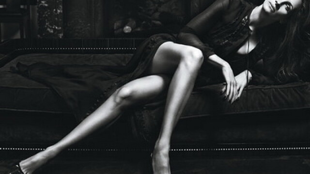 Julia Roberts se etaleaza. Picioare de gazela la 43 de ani - Imaginea 1