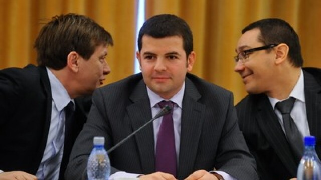 Crin Antonescu (S), Daniel Constantin (C) si Victor Ponta (D)