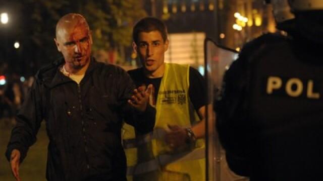 10.000 de sarbi isi acuza presedintele de tradare. Lupte de strada in numele lui Mladici la Belgrad - Imaginea 3
