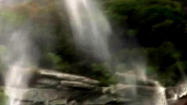 Cascadele zburatoare de langa Sidney. Apa curge in cer. VIDEO