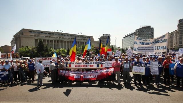 Miting de 1 mai. Militarii in rezerva au protestat in fata Guvernului