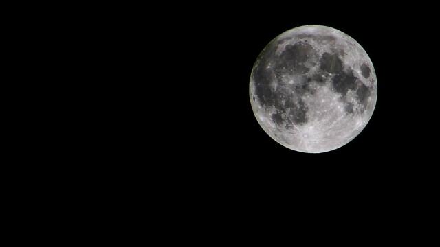 Super-luna in imagini. Cele mai spectaculoase fotografii realizate in momentul de apropiere maxima - Imaginea 2