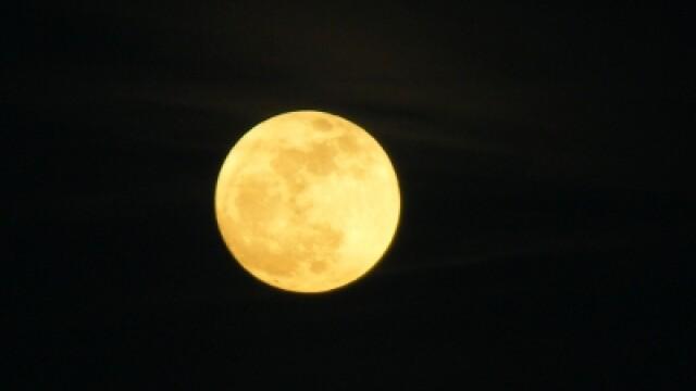 Super-luna in imagini. Cele mai spectaculoase fotografii realizate in momentul de apropiere maxima - Imaginea 3
