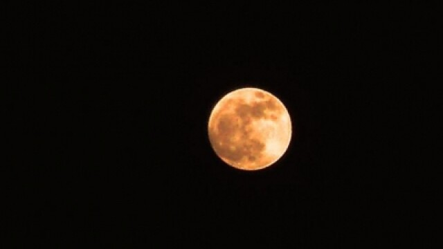Super-luna in imagini. Cele mai spectaculoase fotografii realizate in momentul de apropiere maxima - Imaginea 5