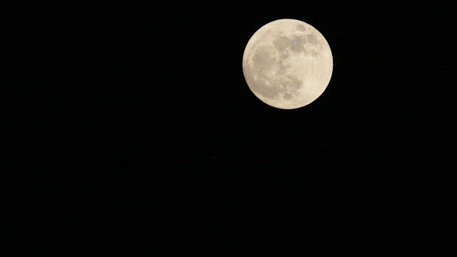 Super-luna in imagini. Cele mai spectaculoase fotografii realizate in momentul de apropiere maxima - Imaginea 6