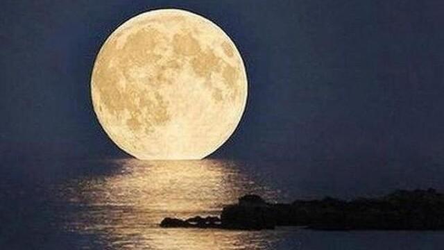 Super-luna in imagini. Cele mai spectaculoase fotografii realizate in momentul de apropiere maxima - Imaginea 9
