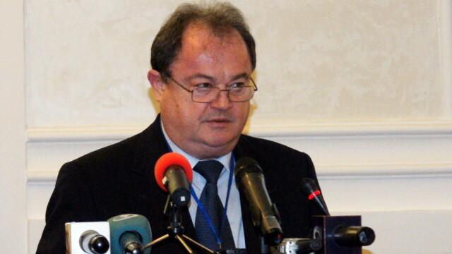 Vasile Blaga sustine o conferinta de presa, dupa ce a contestat la CC revocarea sa