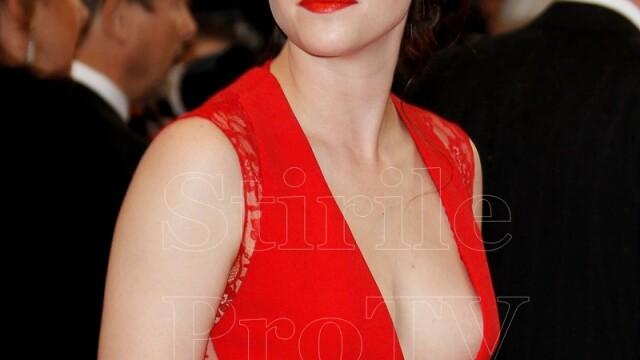 Cea mai discreta prezenta de la Hollywood si-a aratat sanii pe covorul rosu de la Cannes. FOTO - Imaginea 3