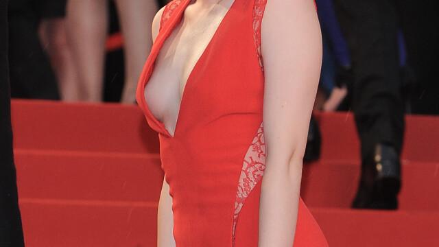 Cea mai discreta prezenta de la Hollywood si-a aratat sanii pe covorul rosu de la Cannes. FOTO - Imaginea 4