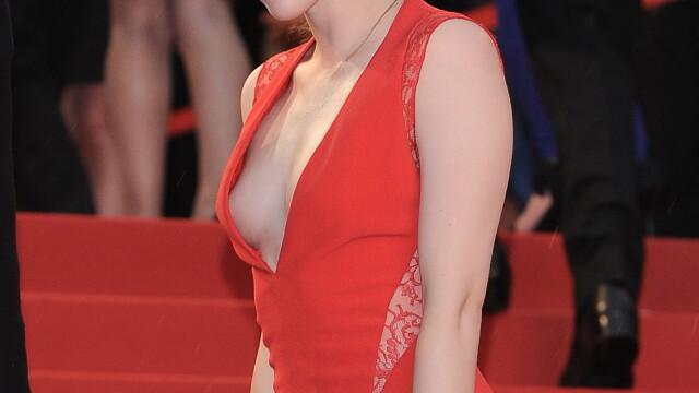 Cea mai discreta prezenta de la Hollywood si-a aratat sanii pe covorul rosu de la Cannes. FOTO - Imaginea 5