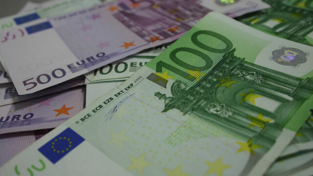 Cursul a fost stabil in sesiunea de marti si a inchis in jur de 4,4660 lei/euro