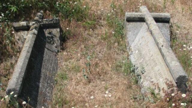 Barbat mort in 2006, dezgropat dintr-un cimitir din Iasi pentru a-i fi furate bijuteriile