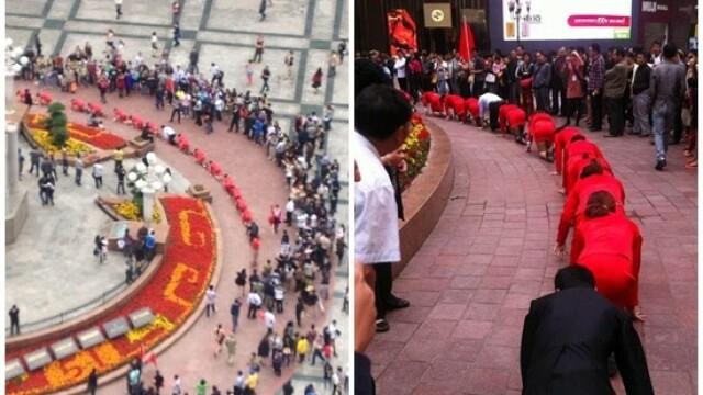 Angajatii unei firme din China, umiliti public in strada pentru a se obisnui cu stresul la munca - Imaginea 1
