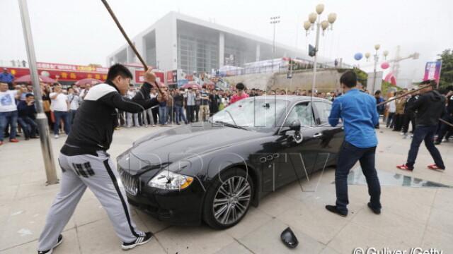 Maserati de jumatate de milion de dolari, distrus de proprietar la un show auto din China. VIDEO - Imaginea 1
