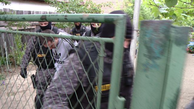 Perchezitii in Bihor: 19 persoane sunt suspecte de frauda in valoare de 300.000 de lei. VIDEO