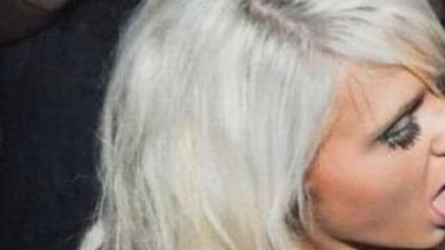 Blonda care a ajuns de rasul internetului. In ce ipostaza a fost fotografiata
