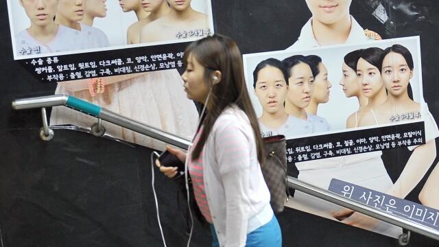 Lumea bizara in care traim. Tot mai multi sud-coreeni isi taie barbiile, sa fie mai frumosi. FOTO - Imaginea 6