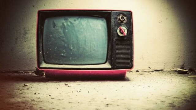 Studiul care arata ca serile petrecute in fata televizorului sunt periculoase pentru copii. Bolile asociate cu acest obicei