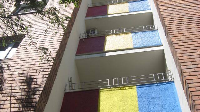 blocuri tricolore