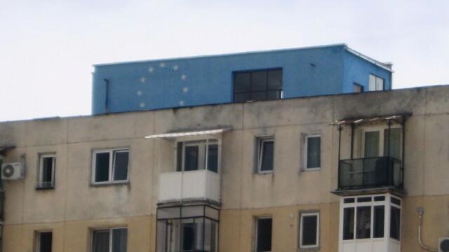 O moda neobisnuita apare in Arad. De ce isi zugravesc oamenii blocurile in culori de steaguri - Imaginea 6