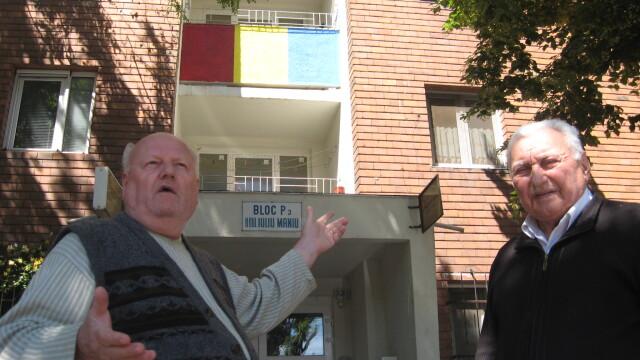 O moda neobisnuita apare in Arad. De ce isi zugravesc oamenii blocurile in culori de steaguri - Imaginea 7