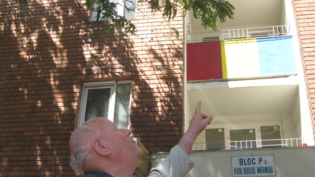 O moda neobisnuita apare in Arad. De ce isi zugravesc oamenii blocurile in culori de steaguri - Imaginea 8