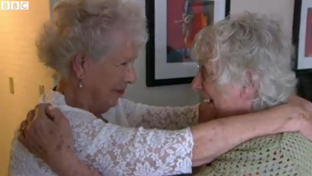 Gemenele care au trait separat timp de 78 de ani. Au avut vieti asemanatoare, desi le-au despartit 8000 de kilometri