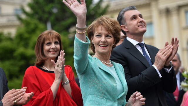 Ziua regalitatii in Romania. Regalisti convinsi din intreaga tara s-au adunat in fata statuii lui Carol I