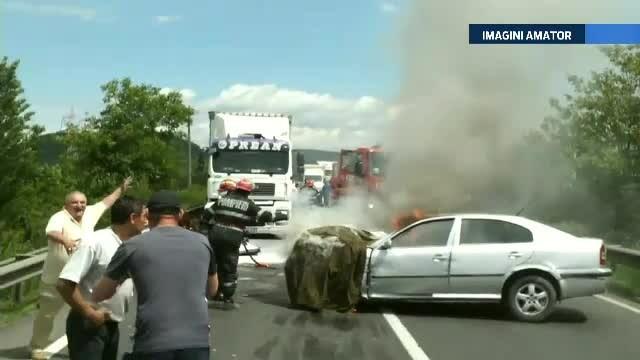Scene socante in Deva. Un tanar de 30 de ani a sfarsit ars de viu, dupa ce a intrat cu masina intr-un camion