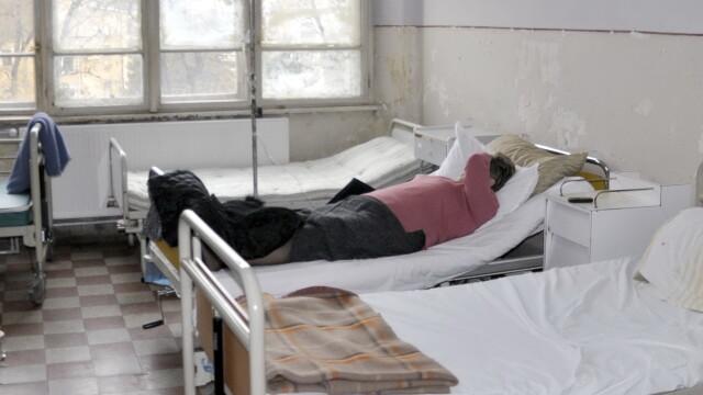 Abandonata si lasata sa moara in dureri atroce, in salonul de spital. Ultima imagine in care femeia se zvarcoleste la propriu