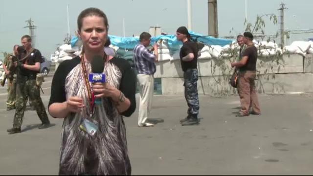 Ioana Cosma transmite din Donetk. CAMERA ASCUNSA: Cum reactioneaza soldatii pro-rusi cand aud de americani