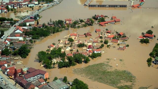 STIRI EXTERNE PE SCURT. Rusia si China au semnat contractul pentru livrarea de gaze, Serbia evalueaza pagubele inundatiilor