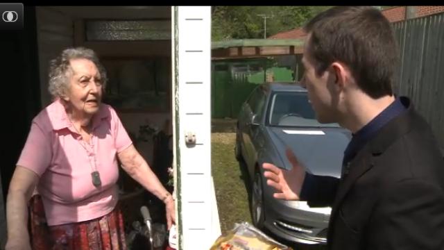 Un roman a vizitat cartierul politicianului britanic care nu vrea vecini din Romania. Reactia locuitorilor