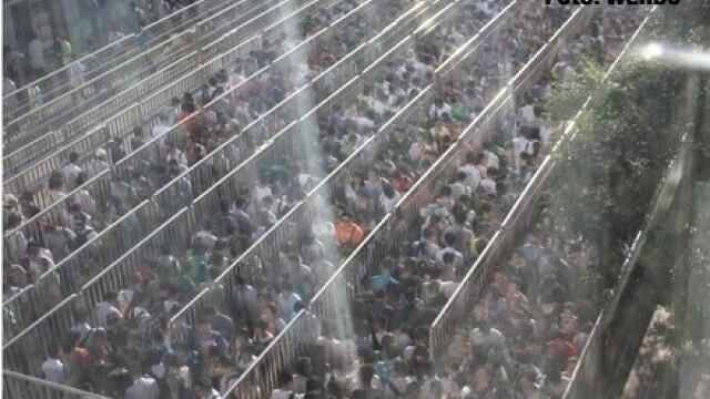 Chinezii au realizat cea mai lunga coada din lume. Ce se intampla la metroul din Beijing in ultimele zile - Imaginea 2