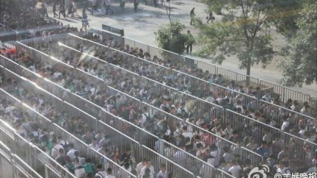 Chinezii au realizat cea mai lunga coada din lume. Ce se intampla la metroul din Beijing in ultimele zile - Imaginea 4