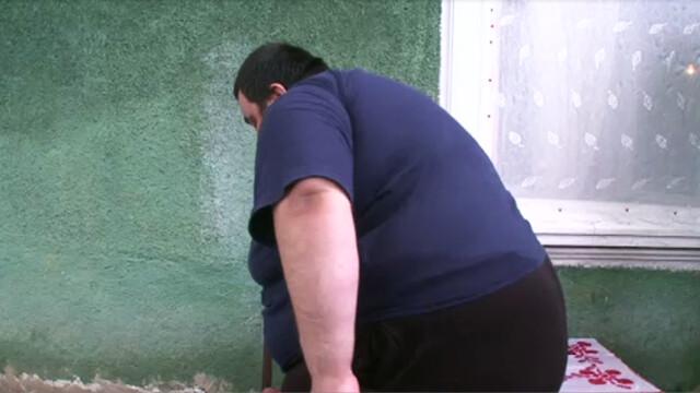 Incidentul jenant care l-a determinat pe un barbat sa slabeasca aproape 100 de kilograme. Cum l-au pozat prietenii. FOTO