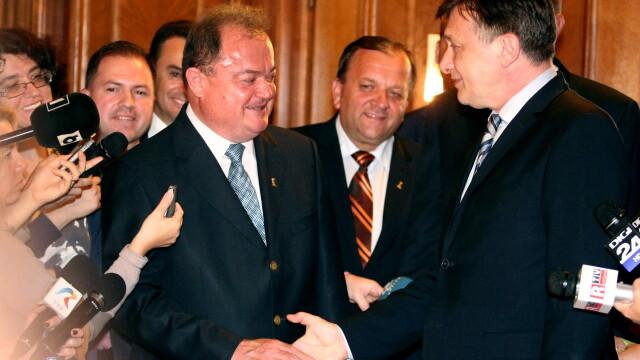 Surse: Liderii PNL si PDL au stabilit data maxima la care vor fuziona cele doua partide