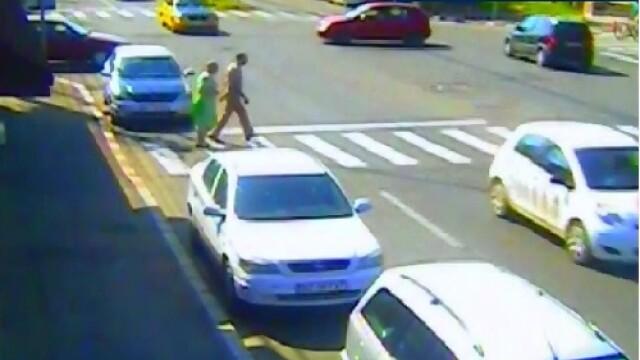 O femeie si sotul ei au fost loviti in plin pe o trecere de pietoni. Reactia soferului, dupa producerea accidentului