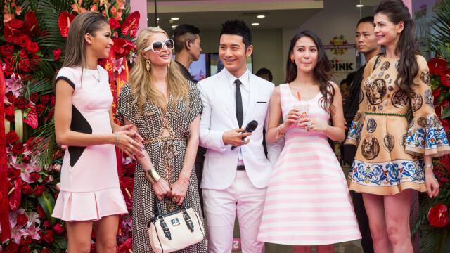 Paris Hilton, la un pas sa fie eclipsata de Monica Gabor pe covorul rosu. Fosta doamna Columbeanu i-a impresionat pe chinezi - Imaginea 2