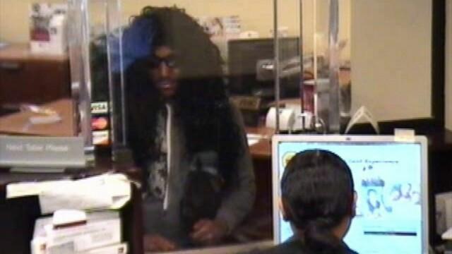 Furt cu iz de comedie in SUA. O banca a fost jefuita de doi barbati cu rochie si peruca