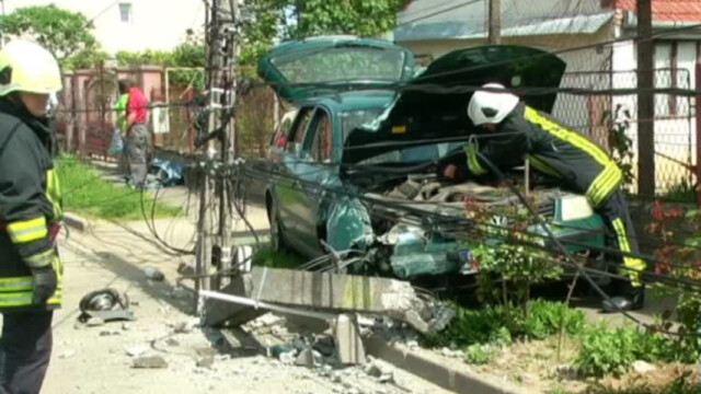 accident masina in stalp