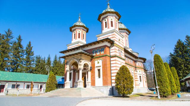 Manastirea Sinaia - shutterstock