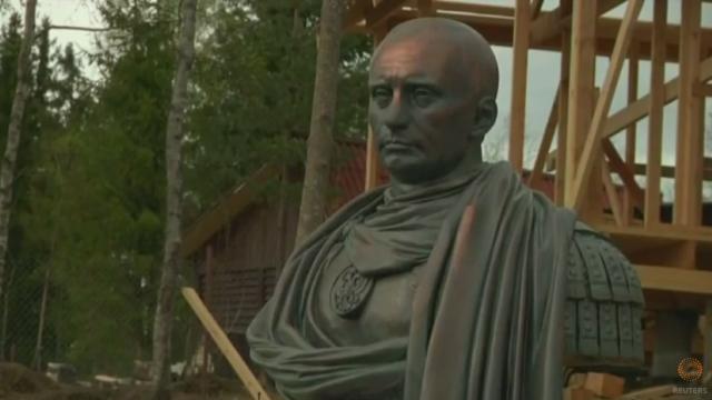 Bust al lui Vladimir Putin, in ipostaza de imparat roman, inaugurat de cazaci in Sankt Petersburg. \