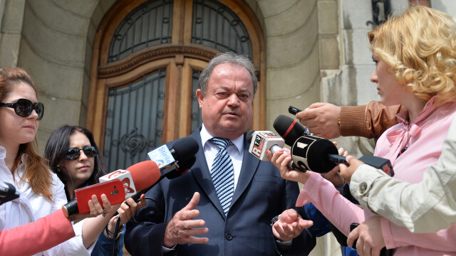 Vasile Blaga a fost trimis in judecata, sub control judiciar. Fostul sef al PNL este acuzat de trafic de influenta