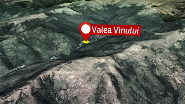 O eleva de clasa a V-a a cazut intr-o prapastie in muntii Rodnei. Salvatorii au avut nevoie de un elicopter