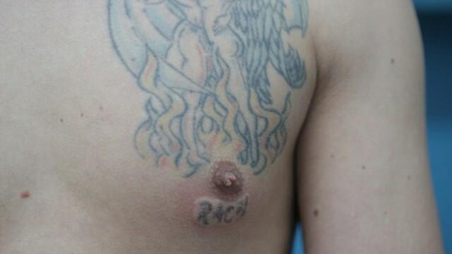 Iubita refuza sa se casatoreasca cu el din cauza tatuajelor de pe corp. Cum arata tanarul de 31 de ani fara tricou. FOTO - Imaginea 4