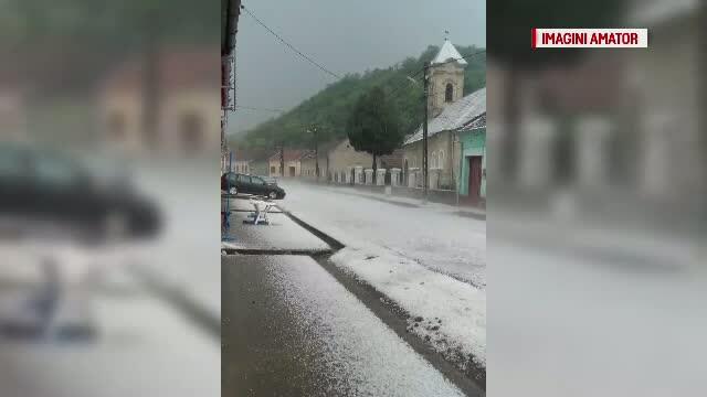 Ploaie cu grindina in judetul Caras Severin. Mai multe culturi de legume si cereale au fost puse la pamant