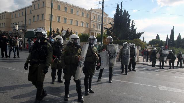 15.000 de oameni au iesit in strada in Grecia, in cele mai mari orase din tara. Pentru ce protesteaza grecii - Imaginea 1